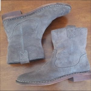 Clark's Suede Pull On Lambs Wool Lined Ankle Boots